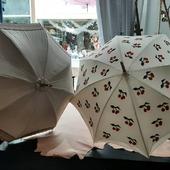Le soleil est au rendez vous! Si si il est bien là pensez aux ombrelles Fayet et  Heurtault! The sur is here ! Really here! The Fayet and Heurtault sunumbrellas are waiting for you! #lifestyle #fashion #beautiful #ombrelle #sunembrella#heurtault#fayet #showroom fayet